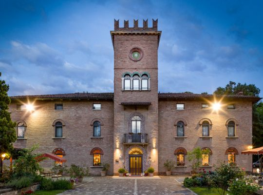 Golf offer in the beautiful Castello Hotel in Modena